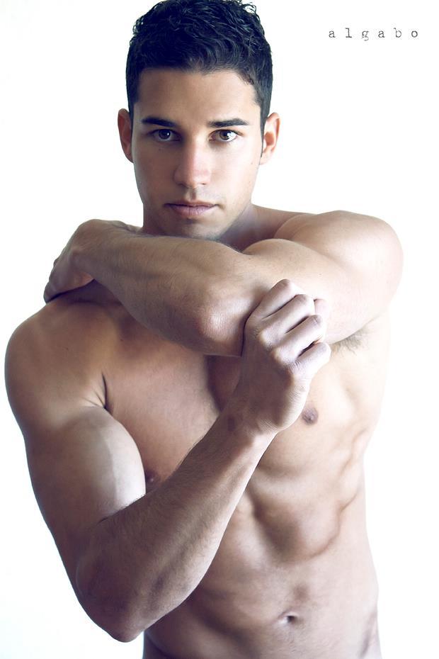 sebastian-hernandez-macho-latino-burbuja
